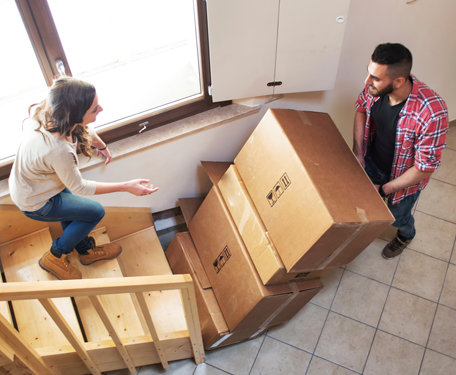 Couple-moving-boxes-downstairs